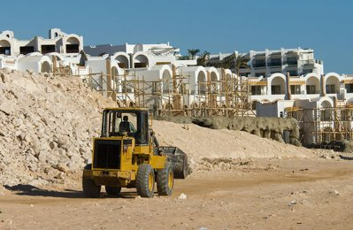 Abu Dhabi fund grants $1bn for projects in Egypt