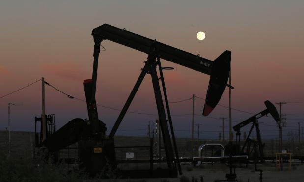 Oil extends gains as Saudi pledges export curbs
