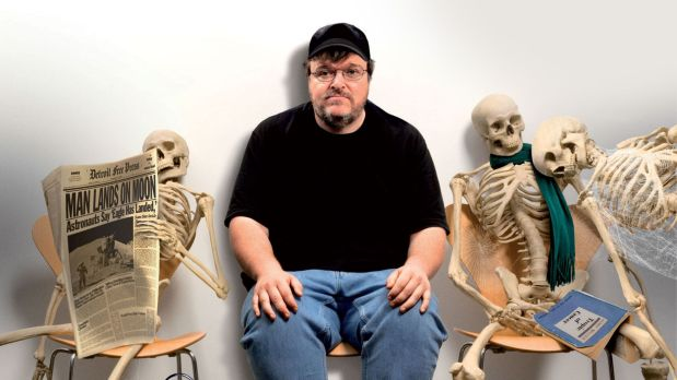 Michael Moore zooms in on US healthcare crisis in 2007