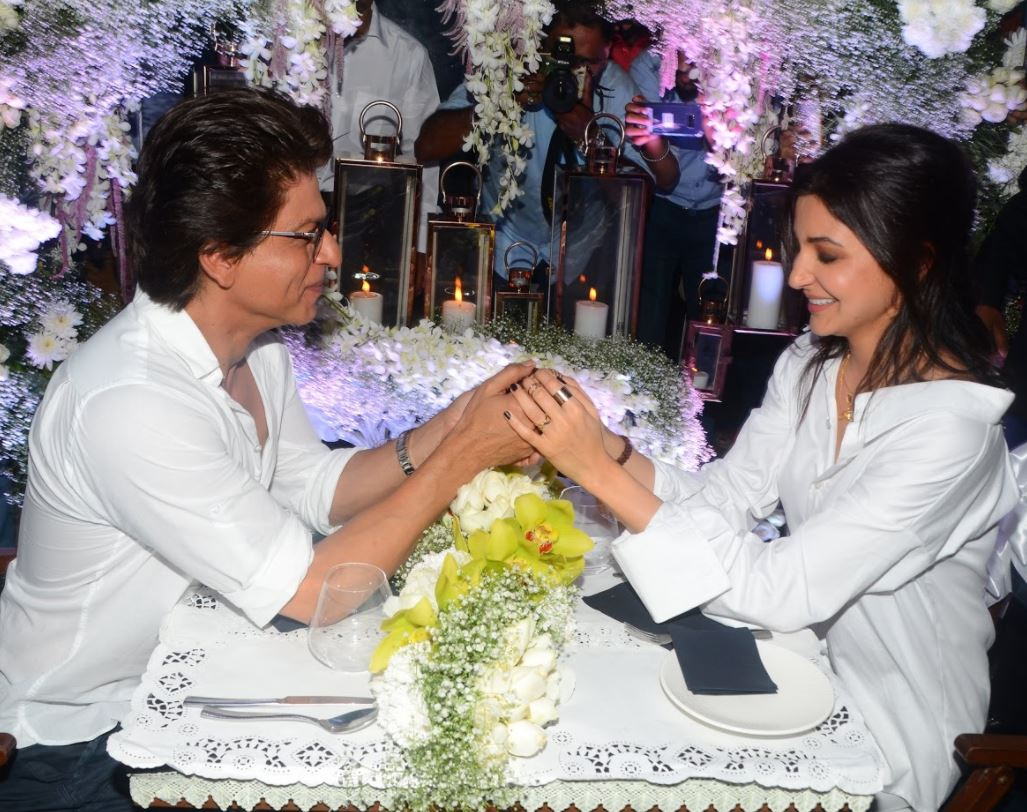 PHOTOS: Shah Rukh, Anushka go on date to promote new song from 'Jab Harry Met Sejal'