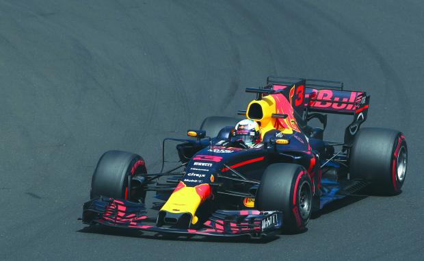 Ricciardo sets early pace in Hungarian Grand Prix
