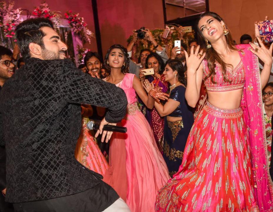 In Pictures: Ayushman Khurana , Kriti Sanon gatecrash a wedding function