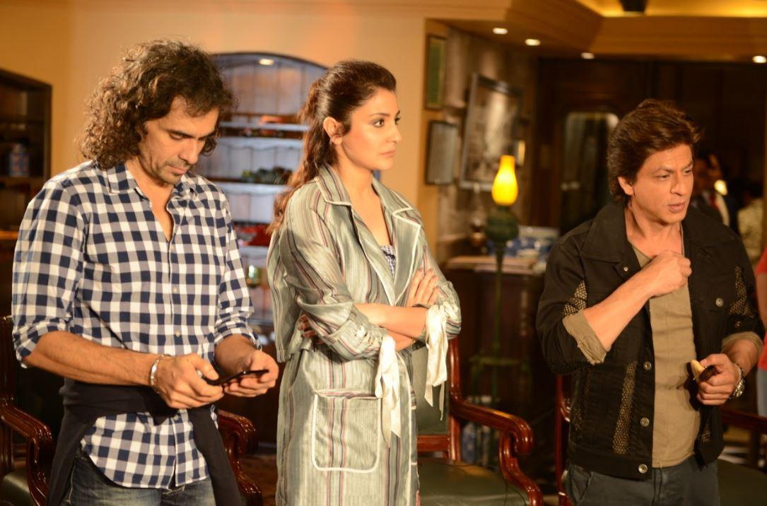 Bollywood: PHOTOS: SRK and Anushka wow Delhi during 'Jab Harry met Sejal' promotions