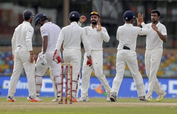 India enforce follow-on after Sri Lanka fold for 183