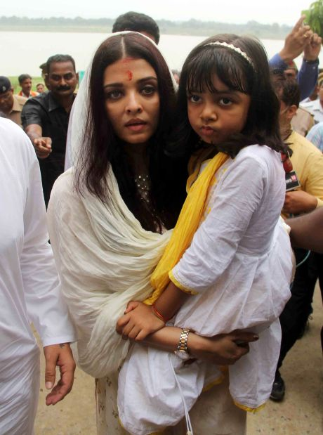 Aishwarya Rai visits Allahabad to immerse her father's ashes