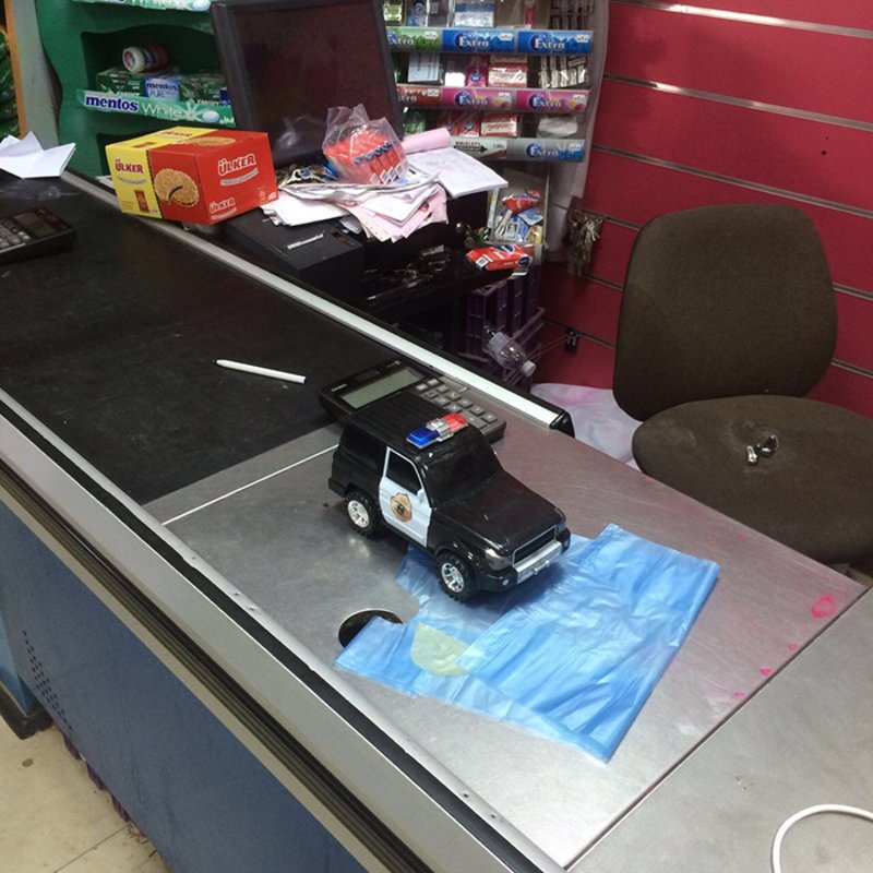Thieves break into shopping outlet, steal SR12,00 cash and CCTV camera