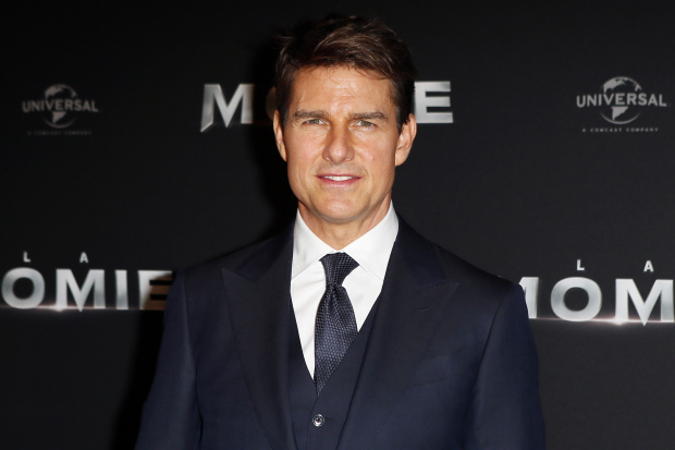 Video captures Tom Cruise limping after 'MI6' stunt