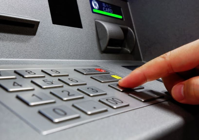 Civil Defence employee 'wore abaya' in bid to rob ATM