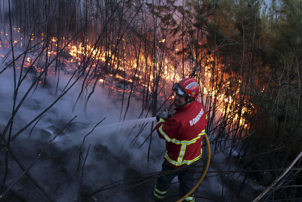 3,000 firefighters in Portugal combat raging wildfire