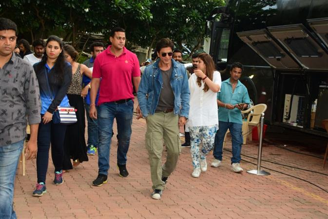 Bollywood: In Pictures: Shah Rukh Khan shakes a leg with kids on 'Dance Plus 3' TV show