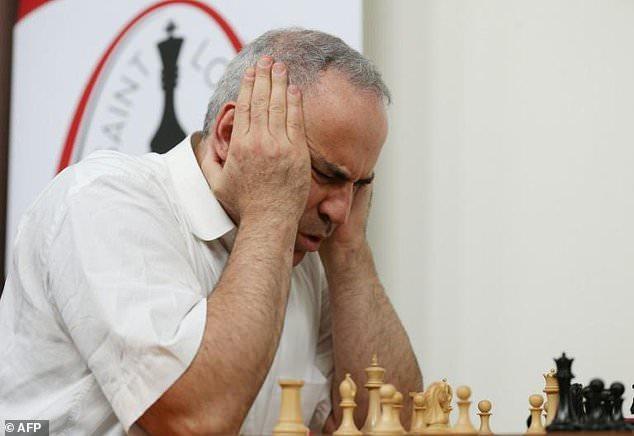 Kasparov suffers first loss in comeback event