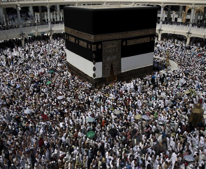 Bahrain backs Saudi goodwill gesture to reopen border with Qatar for Haj