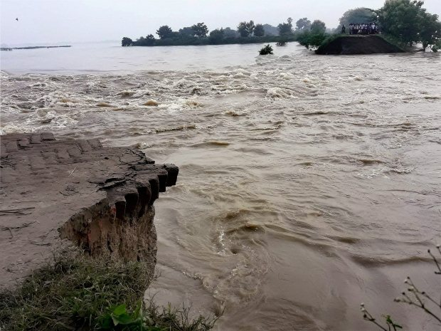 Flood toll mounts to 153 in India's Bihar state, 17 districts affected