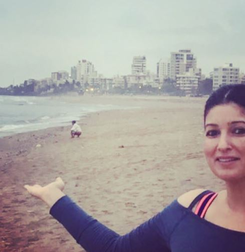 Twinkle tweets pic of man defecating on beach in Mumbai