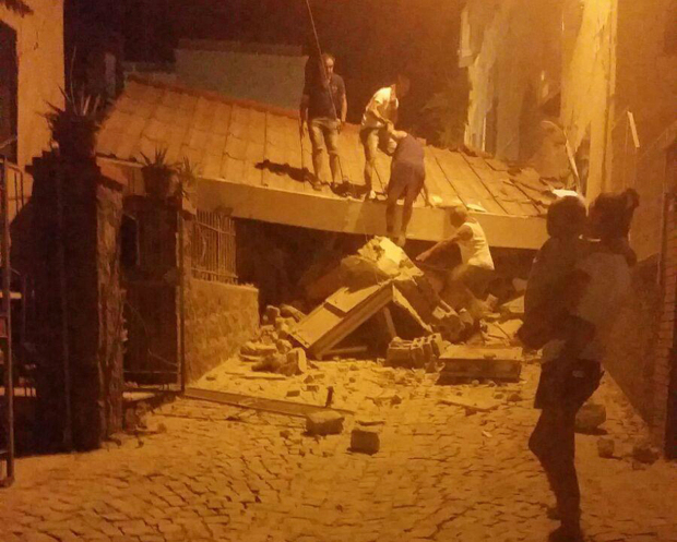 Quake kills at least two on Italian holiday island, tourists flee
