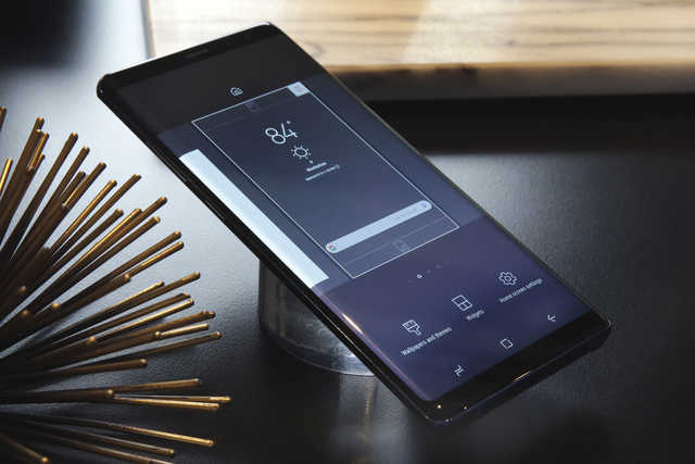 Samsung seeks to bury fiery past with Galaxy Note 8 launch