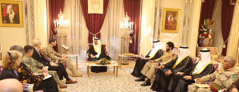 King Hamad meets US Central Command Commander General