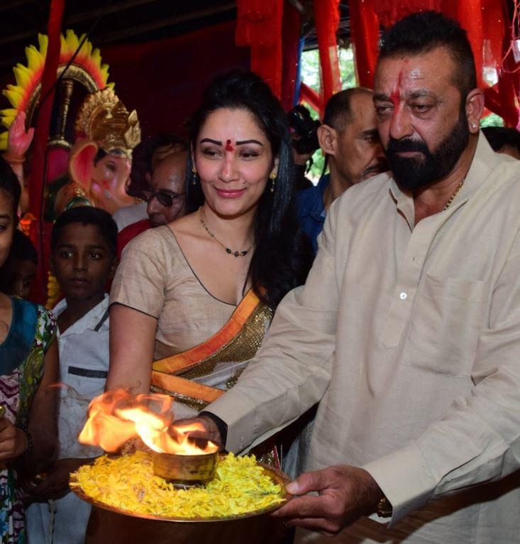 Photos: Sanjay Dutt performs 'aarti' at Ganpati Pandal in Mumbai
