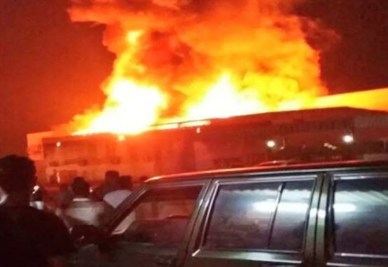 Fire engulfs warehouse of commercial centre in Shinas