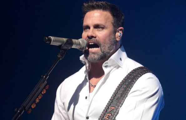 Singer Troy Gentry of Montgomery Gentry dies in helicopter crash