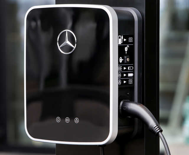 Daimler to offer electrified versions of all Mercedes 'by 2022'