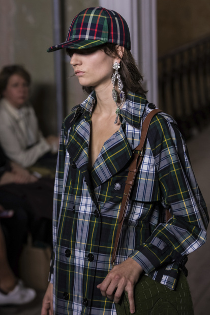 Celebs: Burberry sees in technicolor for London Fashion Week