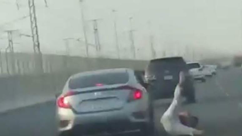 Saudi man arrested for trying to attack another driver from moving car