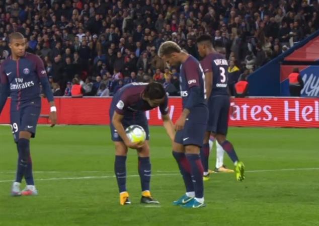 PSG win again but tensions simmer between Neymar, Cavani