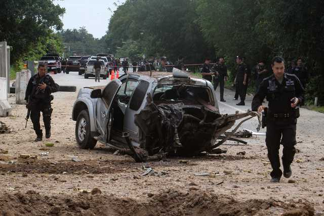 Bomb kills four soldiers, wounds six in southern Thailand