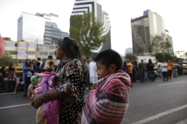 Latest Mexico quake spreads alarm, rescue efforts suspended