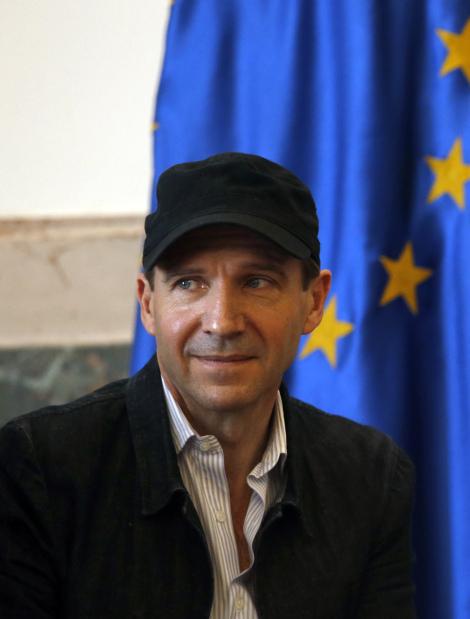 British actor Ralph Fiennes given Serbian passport
