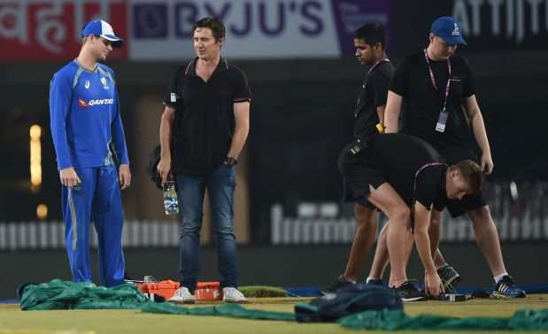 Steve Smith to return home from India with shoulder injury