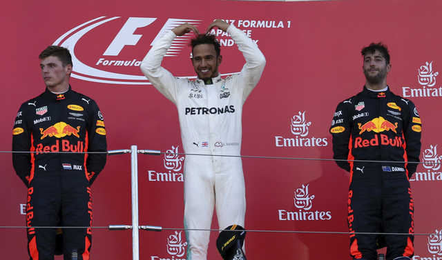 Hamilton wins in Japan to take 59-point lead over Vettel