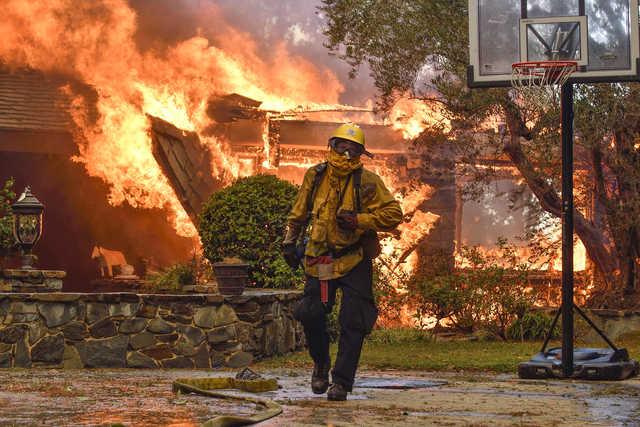 World News Wildfire On California Trailer Park In Blink Of An Eye
