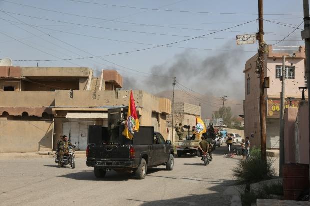 Iraq forces 'take Yazidi town of Sinjar from Kurds'