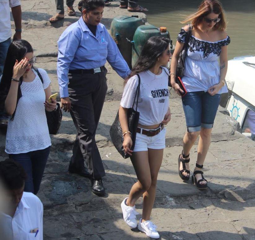 Bollywood: Inside Shah Rukh Khan's birthday party: Deepika, Alia, Suhana dazzle