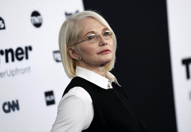 Actress Ellen Barkin scares away burglar from Manhattan home