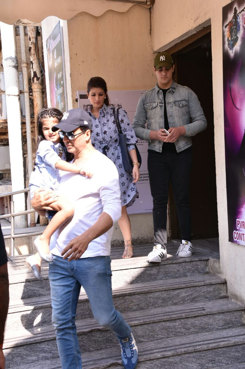 Bollywood: IN PICTURES: Akshay Kumar takes his family for a movie