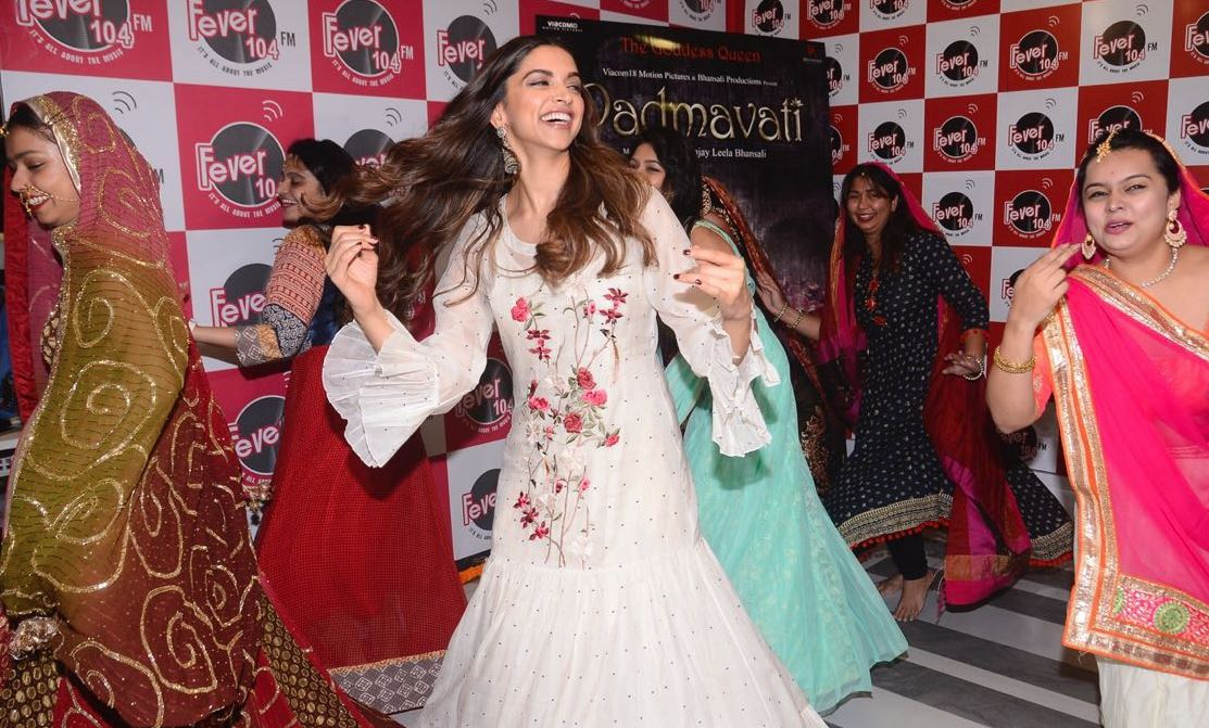 IN PICTURES: Deepika enchants with her dance moves from 'Padmavati'