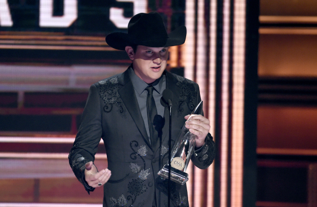 Hollywood: PHOTOS: Tribute to Las Vegas victims marks CMA Awards as Brooks wins top award