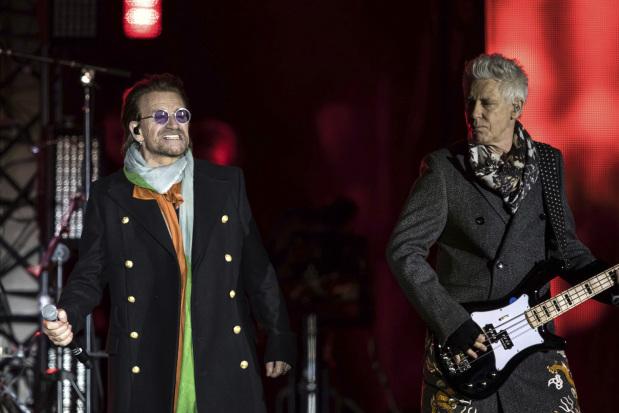 U2 plays London's Trafalgar Square ahead of MTV awards