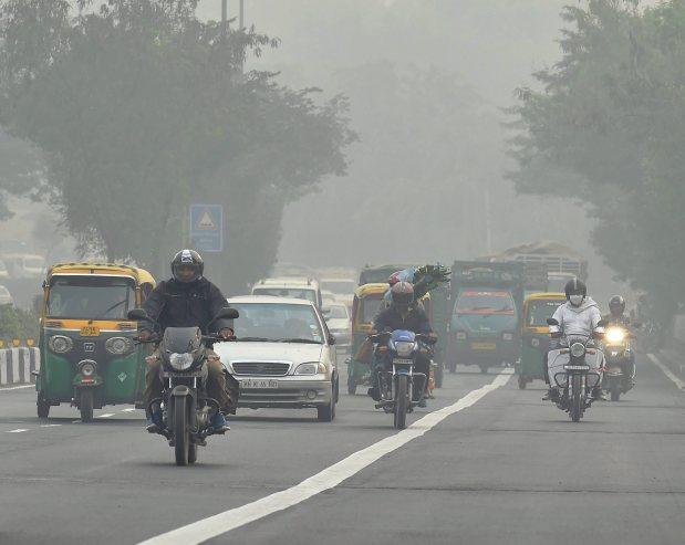 Health: Patients queue up for treatment as smog chokes Delhi