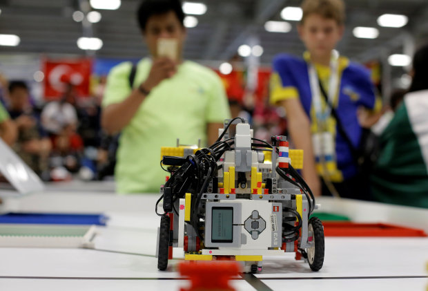 'Bots battle for the ball, and the globe, in Robot Olympiad