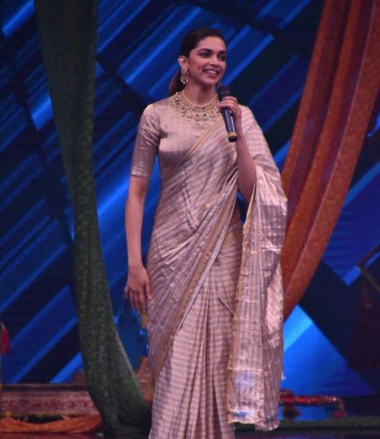 Bollywood: PHOTOS: Deepika Padukone looks radiant while promoting 'Padmavati' on kids' dance show