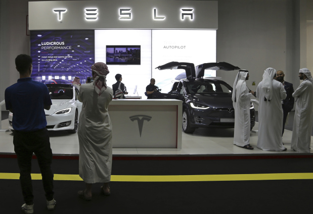 Tesla to unveil electric big-rig truck in midst of Model 3 factory 'hell'