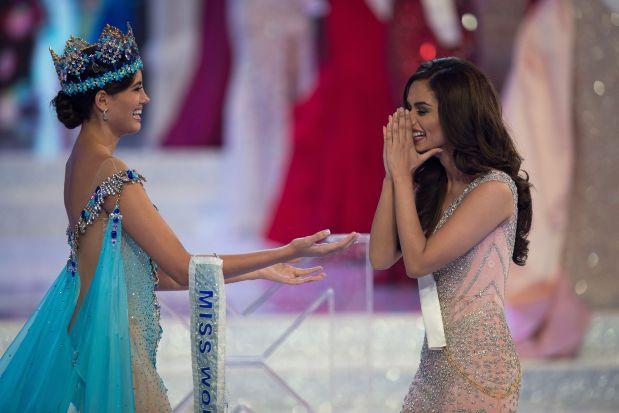 Celebs: PHOTOS: India's Manushi Chhillar crowned Miss World 2017