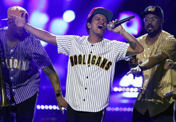AMAs reflect year in pop music, where male acts dominated