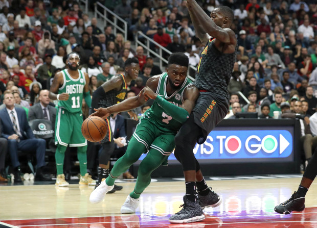 Irving stars as Celtics beat Hawks for 15th straight victory