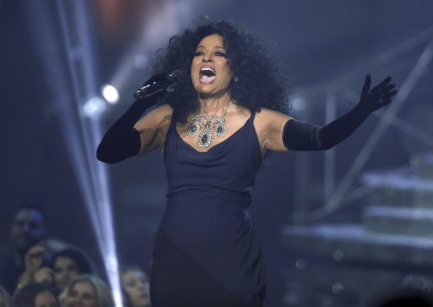 Diana Ross received the lifetime achievement award at American Music Awards