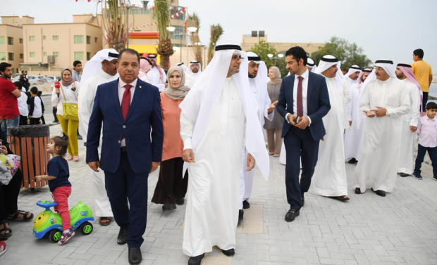 Works, Municipalities Affairs and Urban Planning Ministry Under-Secretary Dr Nabeel Abu Al Fateh yesterday inaugurated a newly-built 8,000sqm walkway in Tubli Bay. The first phase of the project, which cost BD500,000, includes a 400m-long-walkway and green spaces, in addition to other family-oriented facilities.